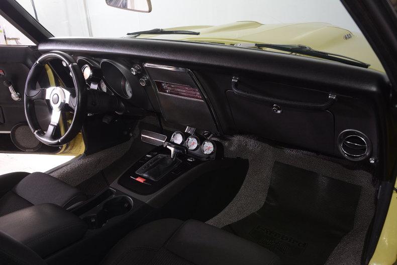 1968 Pontiac Firebird Image 10
