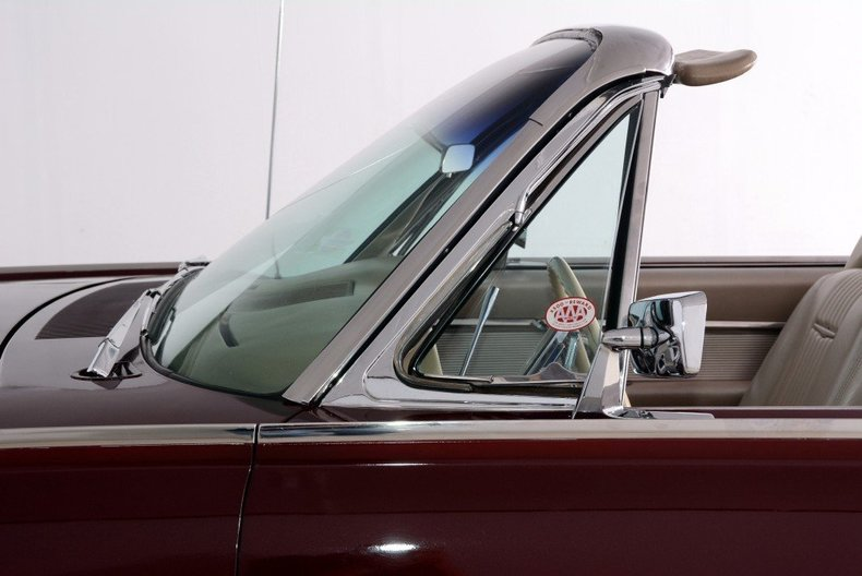 1963 Ford Thunderbird Image 101