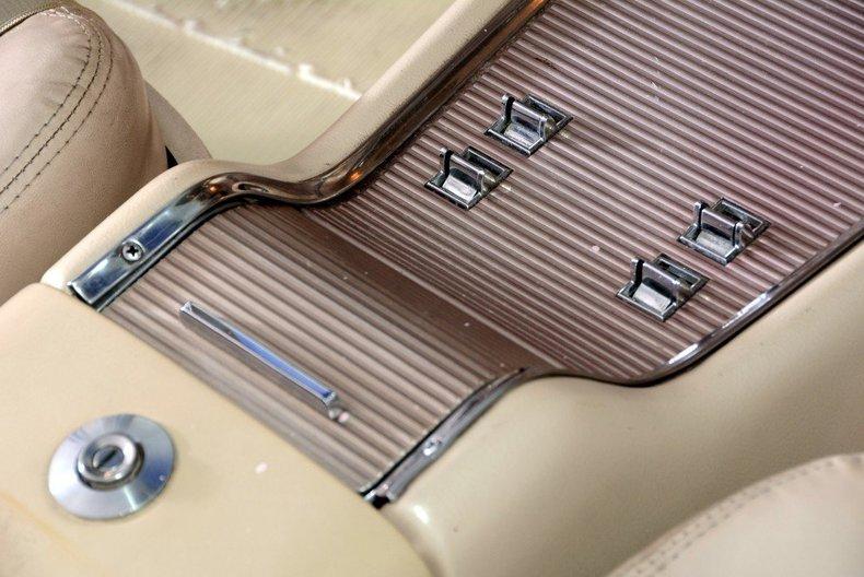 1963 Ford Thunderbird Image 81