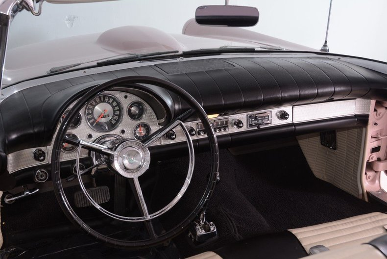 1957 Ford Thunderbird Image 2