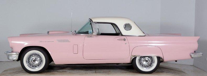 1957 Ford Thunderbird Image 3