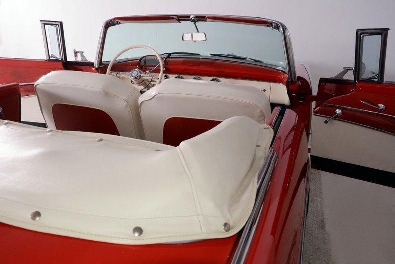 1955 Ford Sunliner Image 39