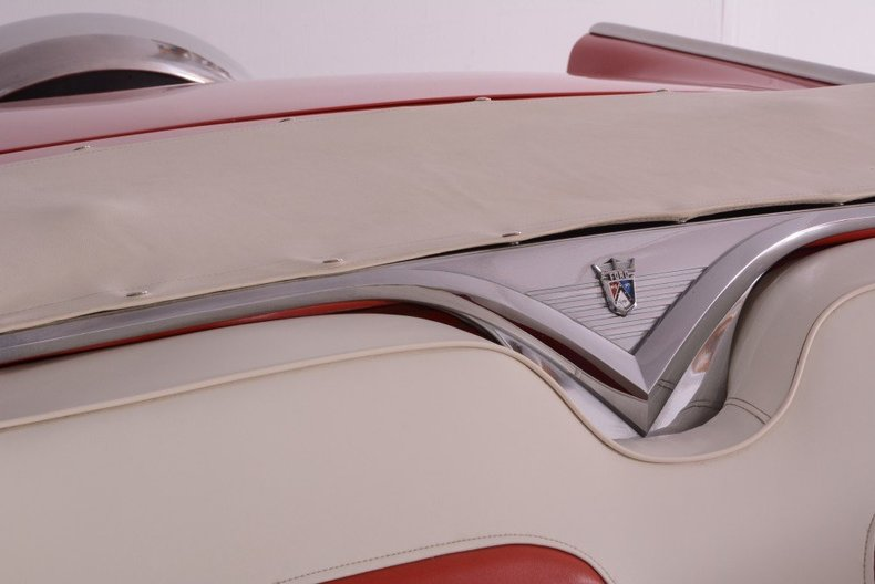 1955 Ford Sunliner Image 104