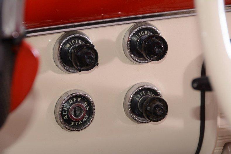 1955 Ford Sunliner Image 108