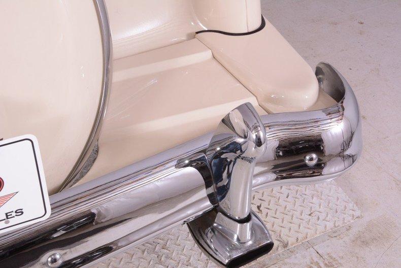 1955 Ford Sunliner Image 23