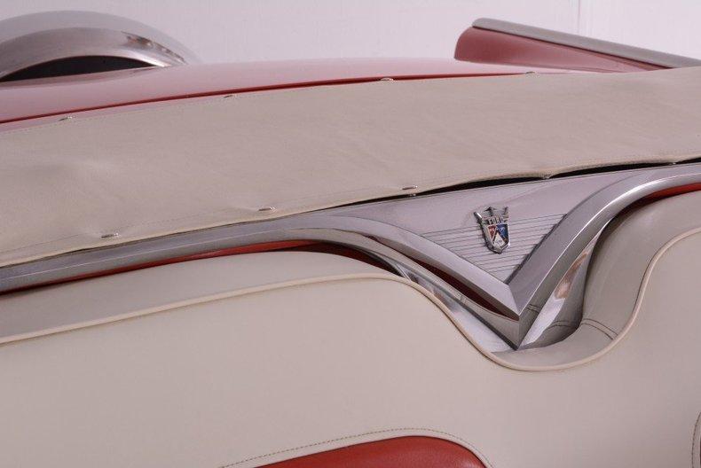 1955 Ford Sunliner Image 24