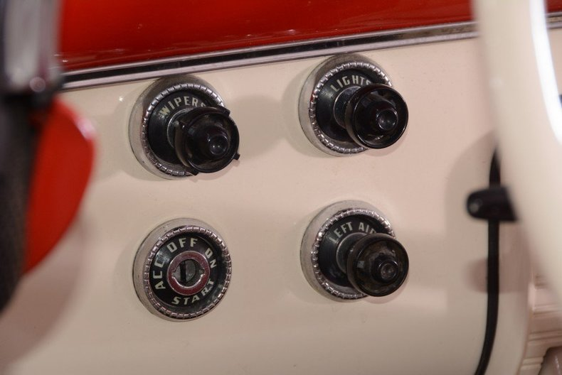 1955 Ford Sunliner Image 28