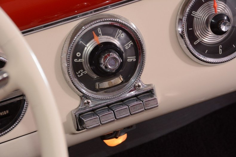 1955 Ford Sunliner Image 31