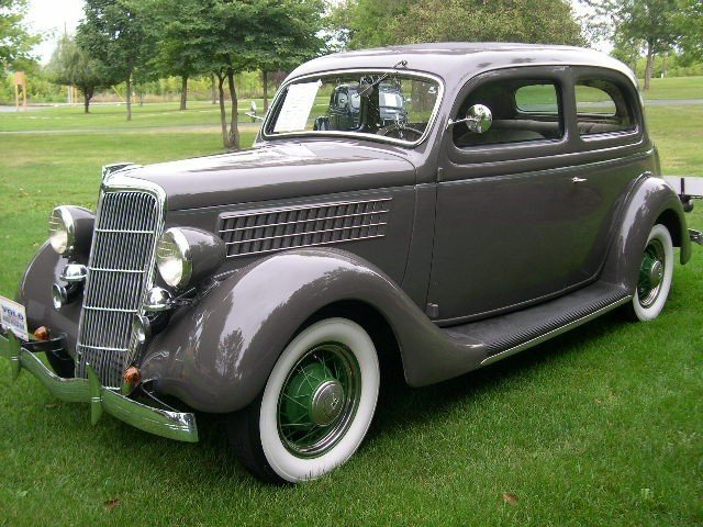 1935 Ford Coupe Image 3