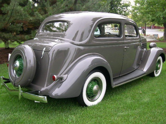 1935 Ford Coupe Image 6