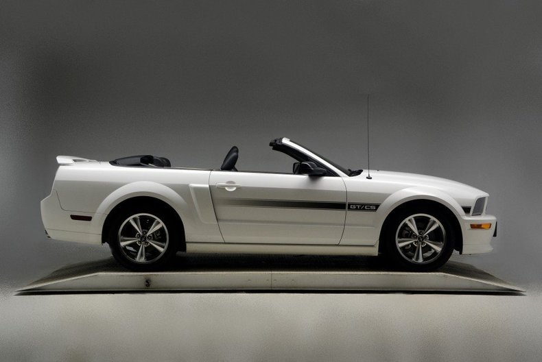 2008 Ford Mustang Image 5