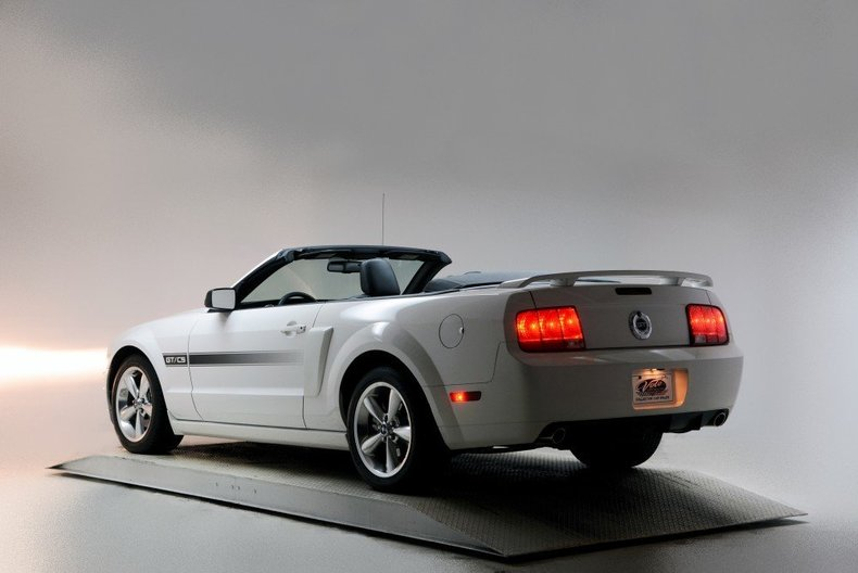 2008 Ford Mustang Image 8