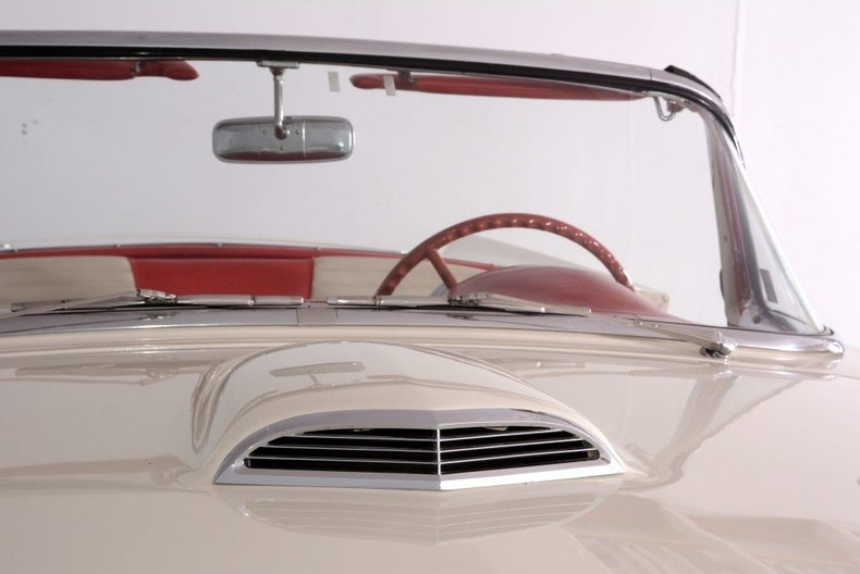 1957 Ford Thunderbird Image 28