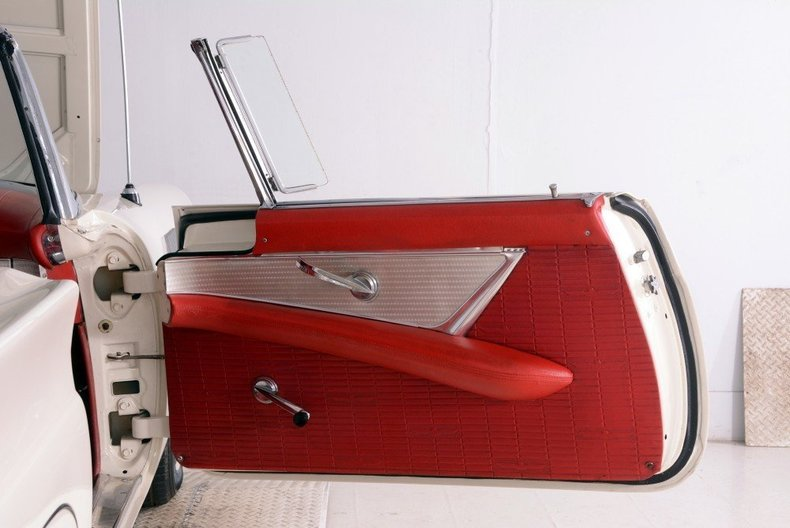 1957 Ford Thunderbird Image 44