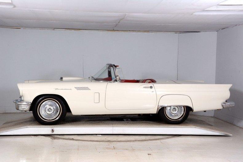 1957 Ford Thunderbird Image 65