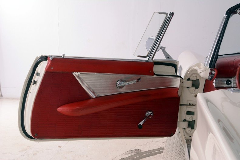 1957 Ford Thunderbird Image 76