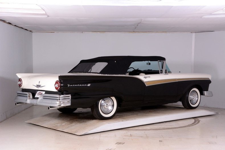 1957 Ford Fairlane Image 4