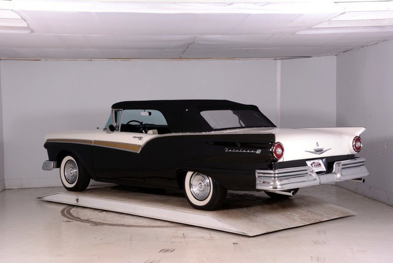1957 Ford Fairlane Image 53