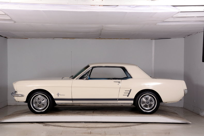 1966 Ford Mustang Image 19