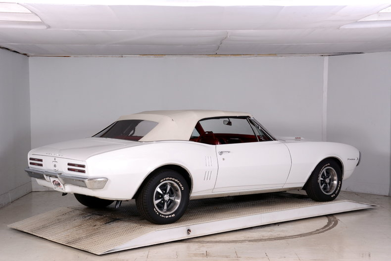 1967 Pontiac Firebird Image 3