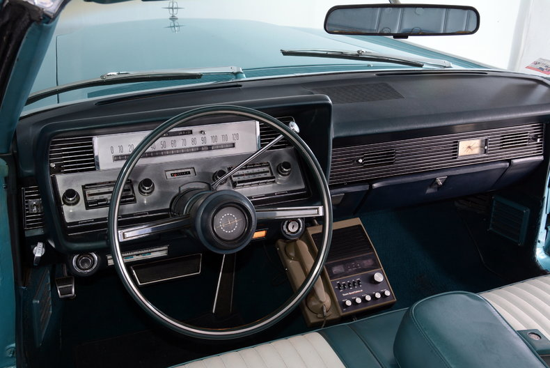 1967 Lincoln Continental Image 2