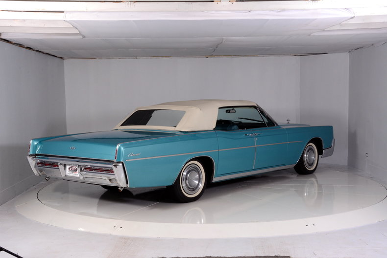 1967 Lincoln Continental Image 3