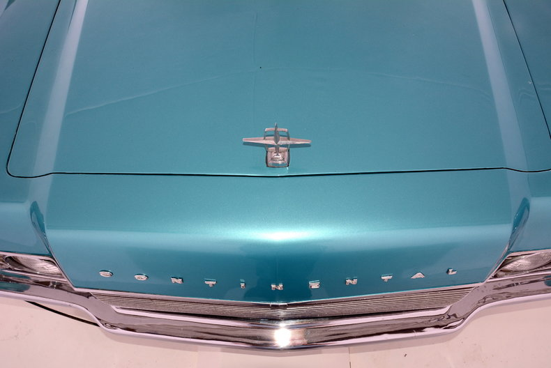 1967 Lincoln Continental Image 9