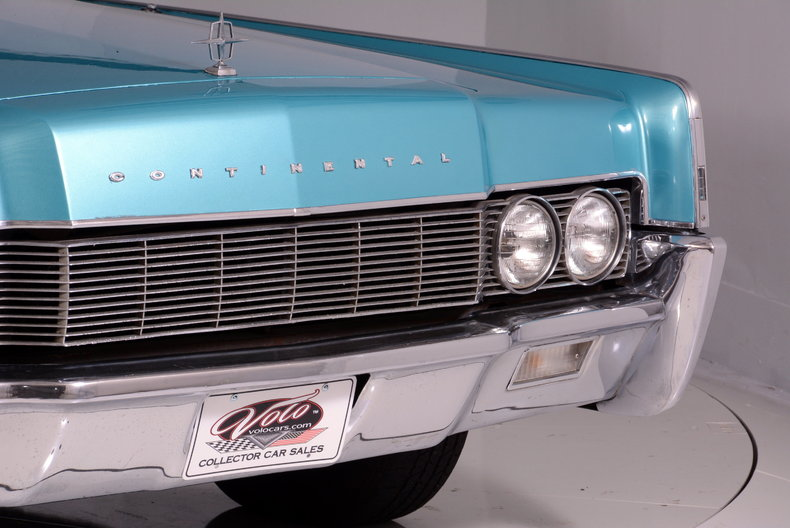 1967 Lincoln Continental Image 22