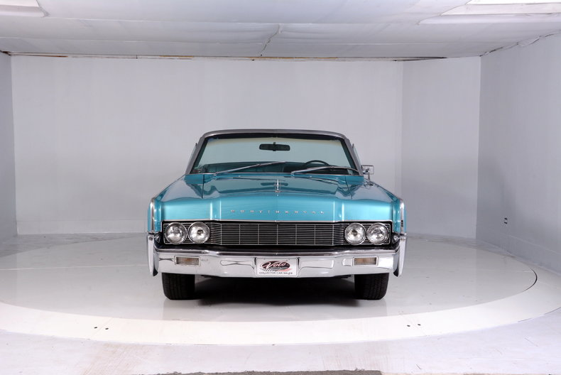 1967 Lincoln Continental Image 25