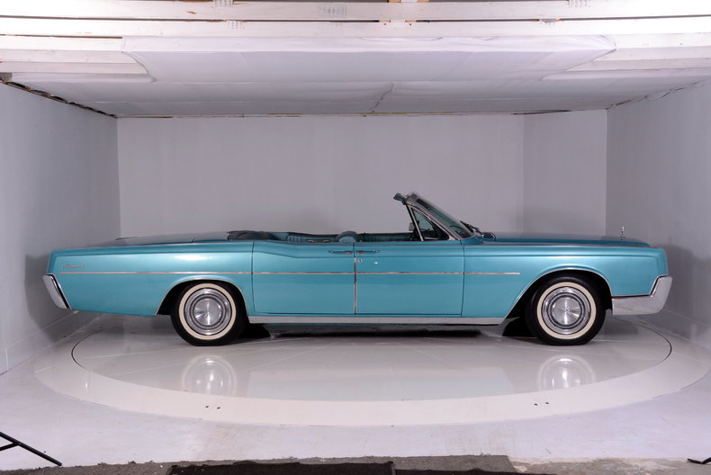 1967 Lincoln Continental Image 28