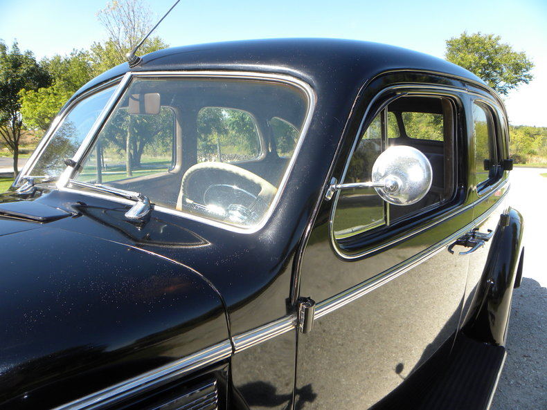 1940 Buick  Image 16