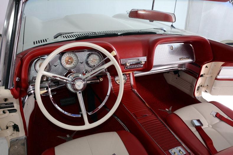 1960 Ford Thunderbird Image 2