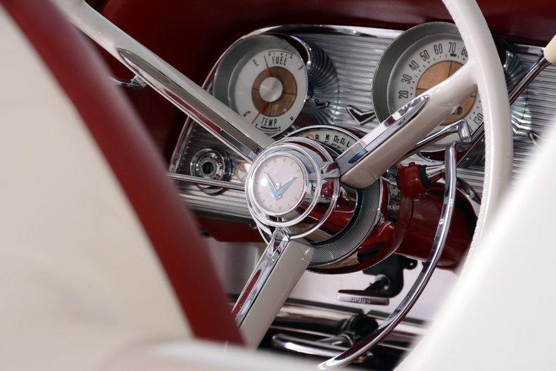 1960 Ford Thunderbird Image 10