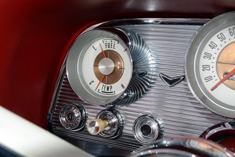 1960 Ford Thunderbird Image 13