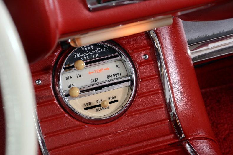 1960 Ford Thunderbird Image 19