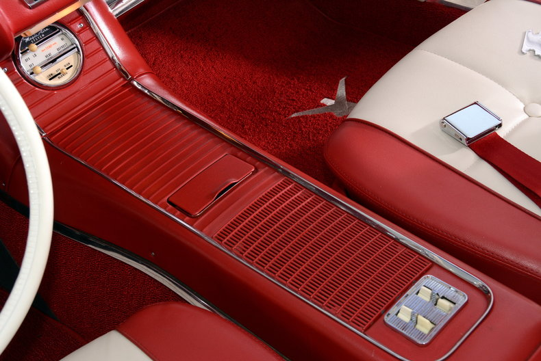 1960 Ford Thunderbird Image 23