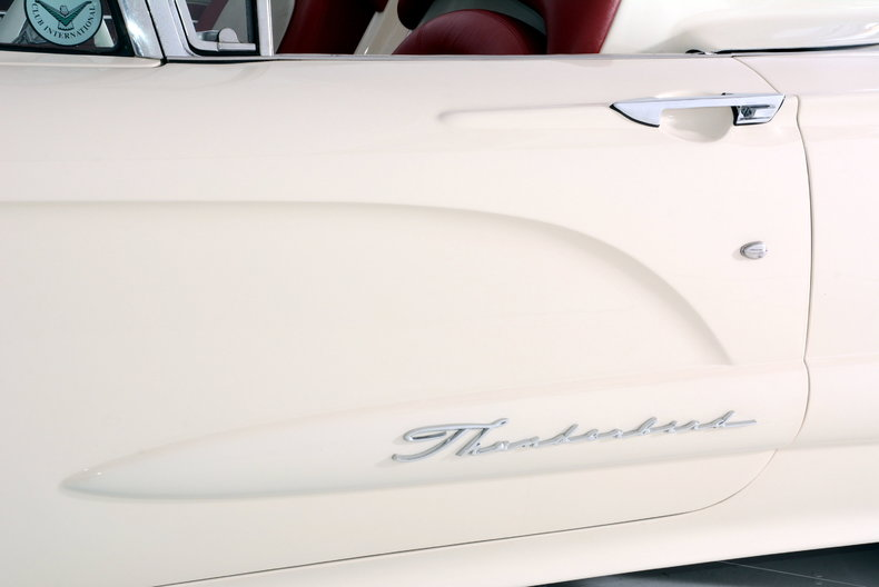 1960 Ford Thunderbird Image 25