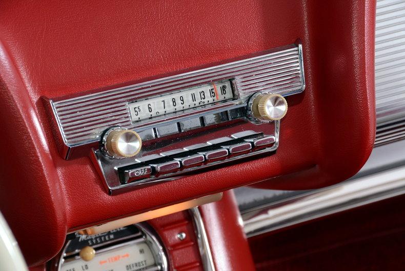 1960 Ford Thunderbird Image 26