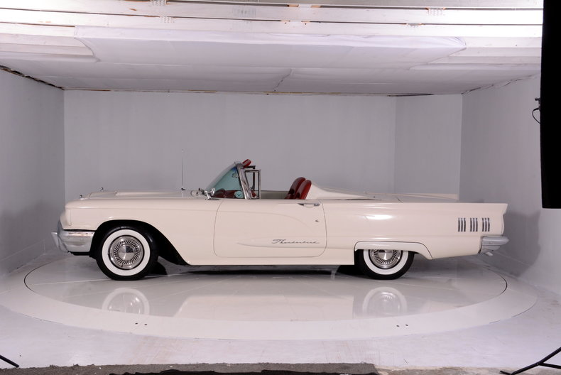 1960 Ford Thunderbird Image 27