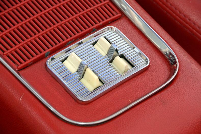 1960 Ford Thunderbird Image 44