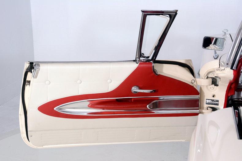 1960 Ford Thunderbird Image 47