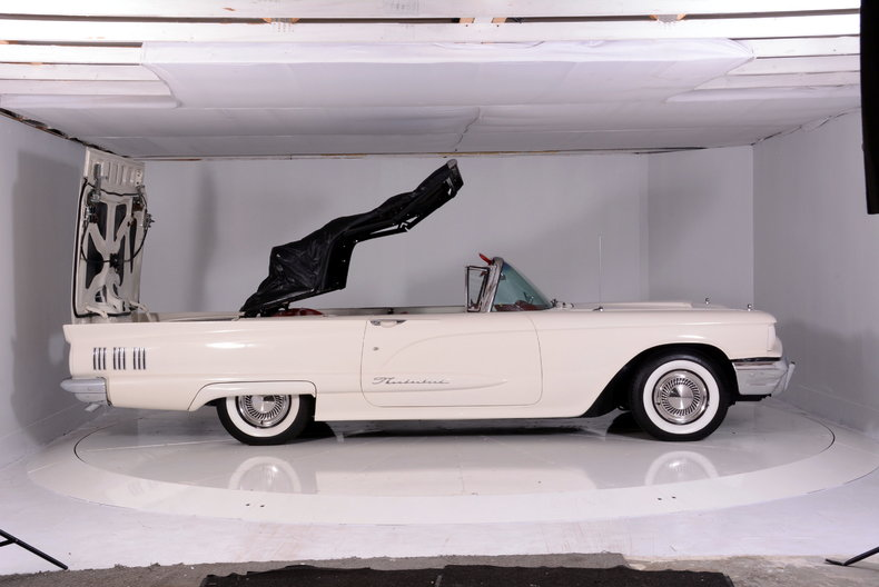 1960 Ford Thunderbird Image 70