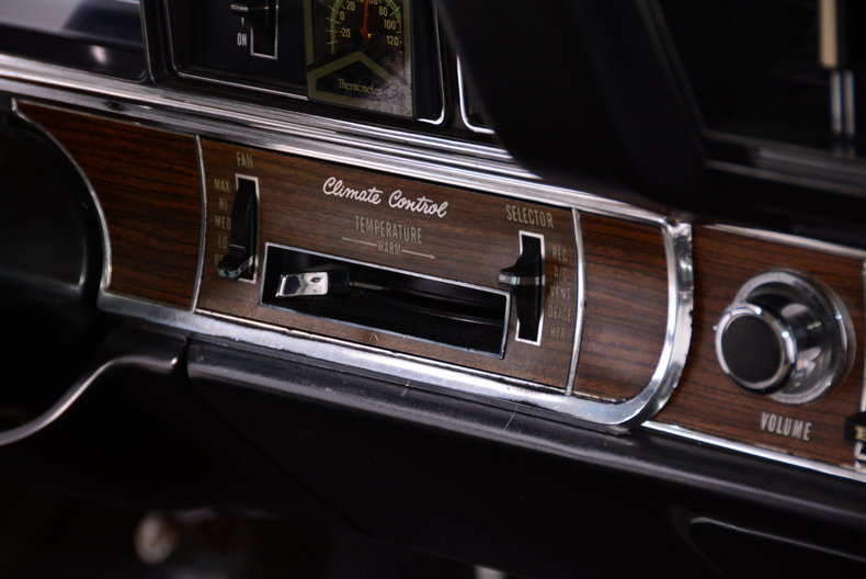 1969 Buick Riviera Image 12