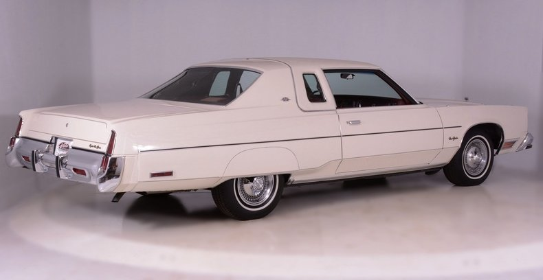 1977 Chrysler New Yorker Image 3