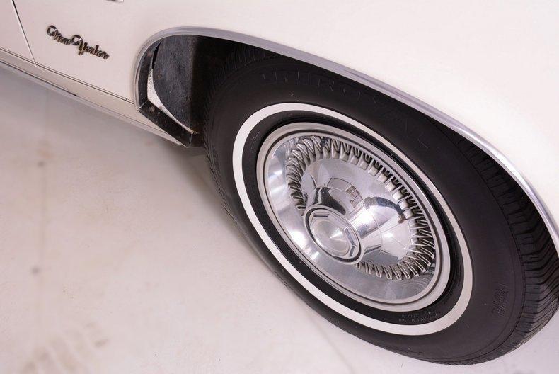 1977 Chrysler New Yorker Image 16