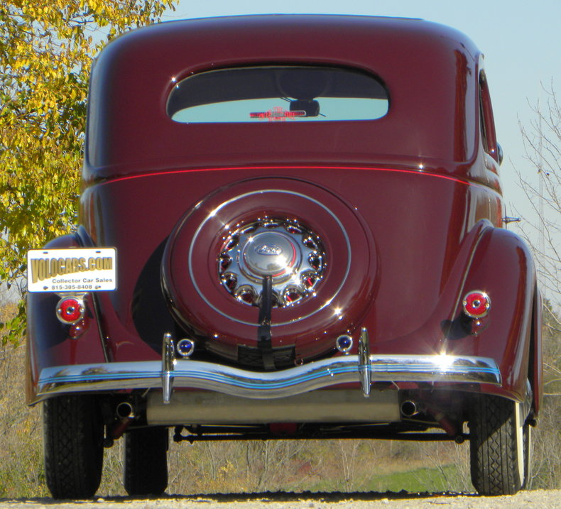 1935 Ford Deluxe Image 24
