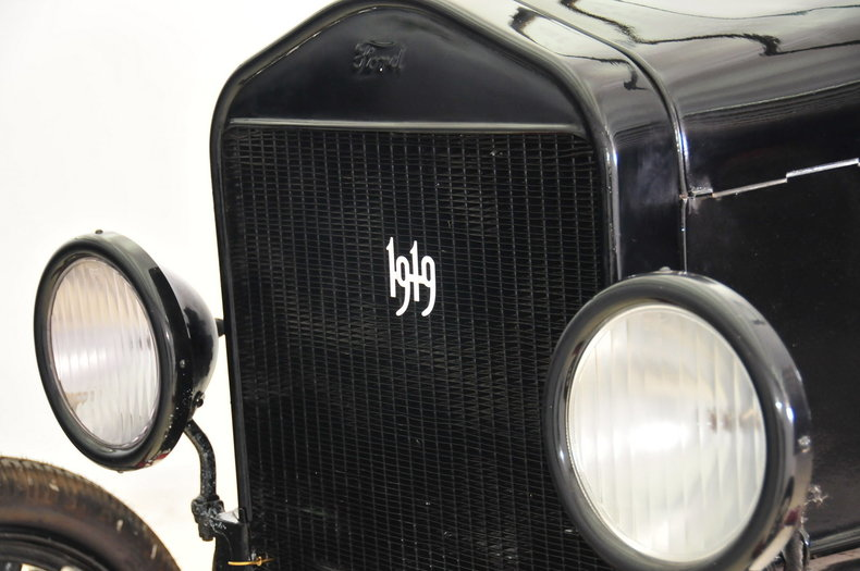1919 Ford  Image 28