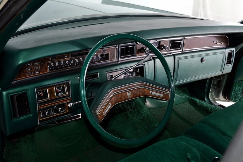 1976 Lincoln Continental Image 2