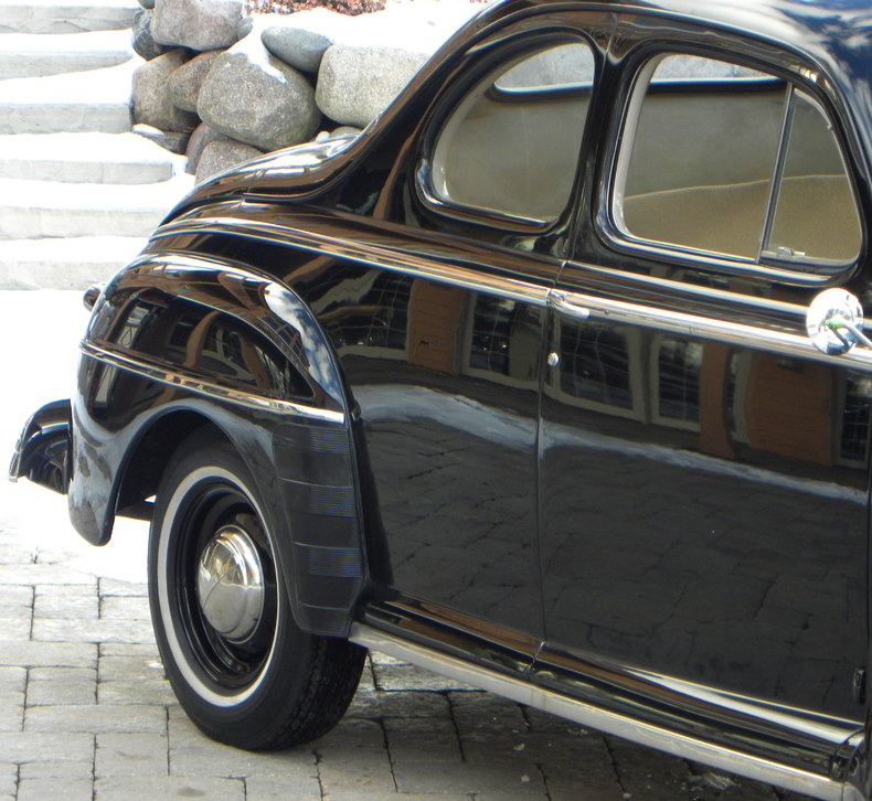 1948 Ford Deluxe Image 11