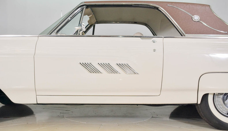 1963 Ford Thunderbird Image 75